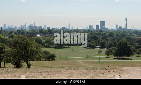 London, UK.  24 August 2016.  The sun shines down on Primrose Hill as a mini heatwave bringing predicted temperatures - Stock Photo