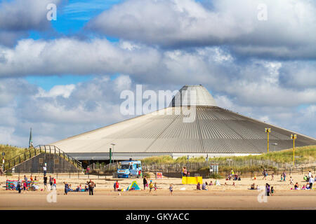 Crosby, Merseyside, UK. 24th August, 2016. UK Weather: Sunny day in Crosby, Liverpool, UK. 24/08/16.  Gorgeous blue - Stock Photo