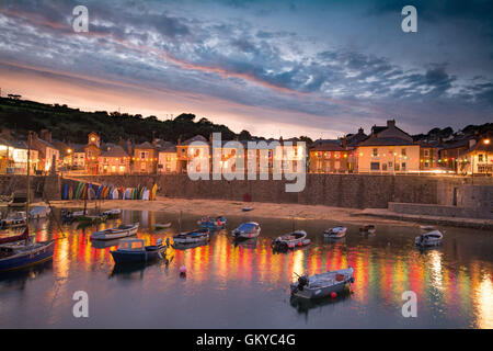 Mousehole, Cornwall, UK. 24th August 2016. UK Weather. After a fine afternoon,  the sun sets over the north Cornish - Stock Photo