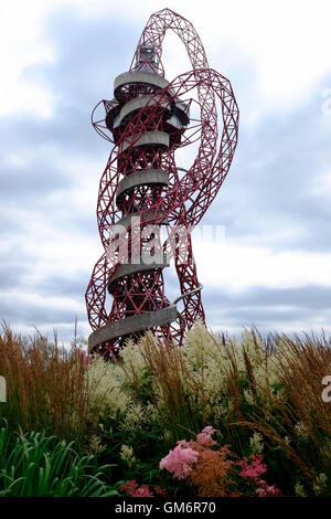 The 114.5m tall ArcelorMittal Orbit observation tower in the Queen Elizabeth Olympic Park in London. UK's largest - Stock Photo