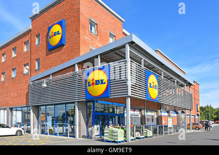 exterior view of supermarket lidl store and sign cardiff