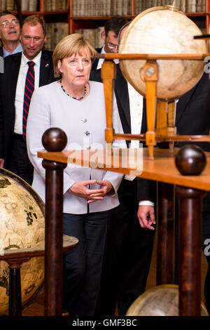 Prague, Czech Republic. 25th Aug, 2016. German Chancellor Angela Merkel visits Strahov Library within her one-day - Stock Photo