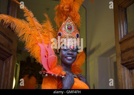 London, UK. 25th August, 2016. Members of the London School of Samba parade around Covent Garden ahead of the Notting - Stock Photo