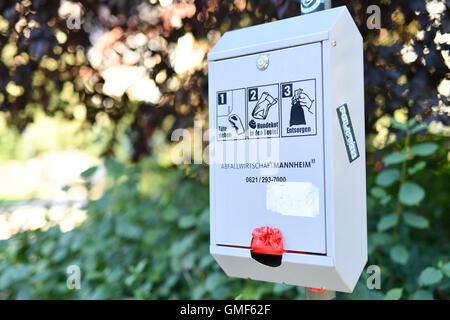 Mannheim, Germany. 24th Aug, 2016. A dog-excrement-bag dispenser stands in a park in Mannheim, Germany, 24 August - Stock Photo