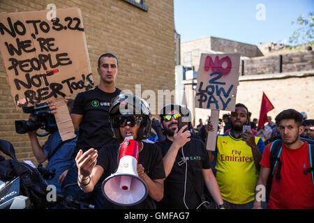 London, UK. 26th August, 2016. Couriers from UberEats, Uber's fast-food delivery service, protest outside the company's - Stock Photo