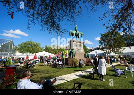 Edinburgh, UK. 26th August 2016. Edinburgh International Book Festival Sunny day in Charlotte Square Gardens. Pako - Stock Photo