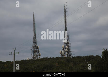 Trellis with mobile phone antennas - Stock Photo