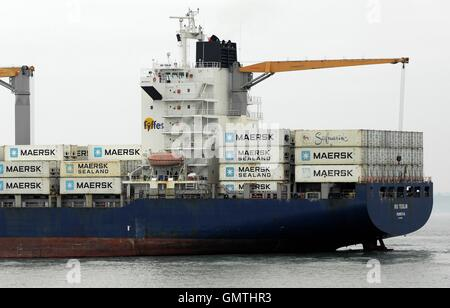 AJAXNETPHOTO. 25TH AUGUST, 2016. PORTSMOUTH, ENGLAND. - OUTWARD BOUND - THE MONROVIA REGISTERED FYFFES BOXSHIP FREIGHTER - Stock Photo