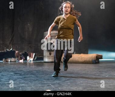 Edinburgh, UK. 27th Aug, 2016. Raw, performed by Belgian dance company Kabinet K at the Edinburgh International - Stock Photo