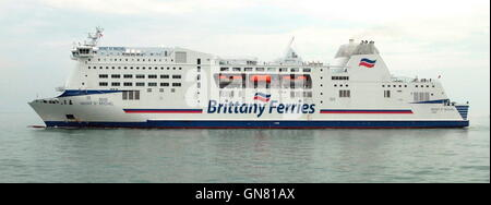 AJAXNETPHOTO. 25TH AUGUST, 2016. PORTSMOUTH, ENGLAND. - BRITTANY FERRIES CROSS CHANNEL CAR AND PASSENGER FERRY MONT - Stock Photo