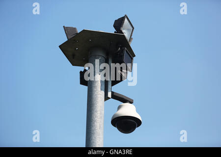 Bedburg-Hau, Germany. 26th Aug, 2016. A security camera can be seen in front of the forensic departments of the - Stock Photo