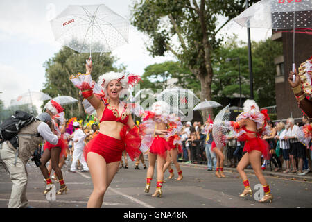 Paraiso School of Samba performing in the Notting Hill Carnival parade, 29 August 2016. - Stock Photo