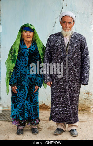 Uzbekistan, Kachka Daria region, near Chakhrisabz, Uzbek family - Stock Photo