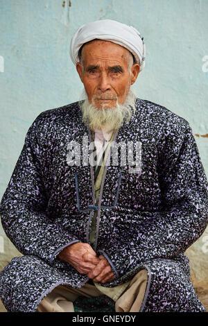 Uzbekistan, Kachka Daria region, near Chakhrisabz, Uzbek man - Stock Photo