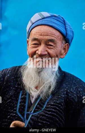 Uzbekistan, Kachka Daria region, near Chakhrisabz, old Uzbek man - Stock Photo