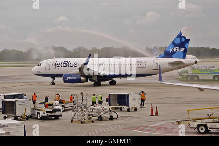 Fort Lauderdale, Florida, USA. 31st Aug, 2016. Water cannons shower a JetBlue flight bound for Santa Clara, Cuba - Stock Photo