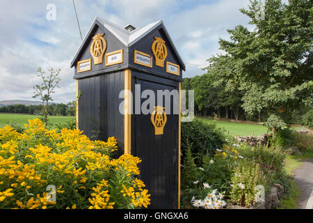 AA phone box in Aysgarth North Yorkshire also known as sentry box. This is AA box 442 on the A684 near West Burton - Stock Photo