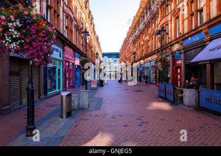 Looking down Queen Victoria Street towards Broad Street in Reading, Berkshire. - Stock Photo