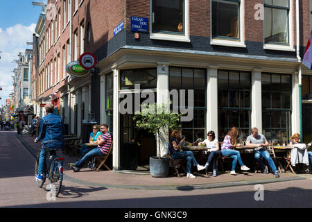 People drinking at bar in Egelantierstraacht in the trendy Jordaan district of  Amsterdam, Holland - Stock Photo