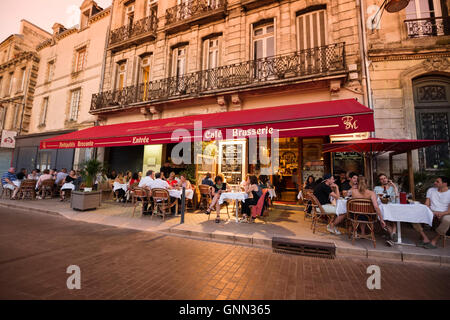 Restaurant terrace bar people drinking wine civb le bar a for Aquitaine france cuisine