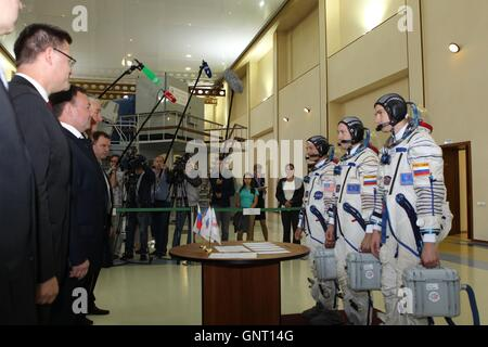 International Space Station Expedition 49-50 backup crew American astronaut Mark Vande Hei, left, and Russian cosmonauts - Stock Photo