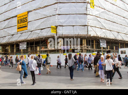 King's scaffolding, construction and refurbishment in Liverpool One, with scaffold poles covered in plastic sheeting. - Stock Photo