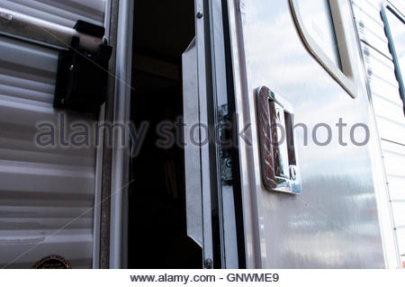 Travel trailer door unlocked and hanging part of the way open - Stock Photo & Travel trailer door unlocked and open Stock Photo: 116734857 - Alamy