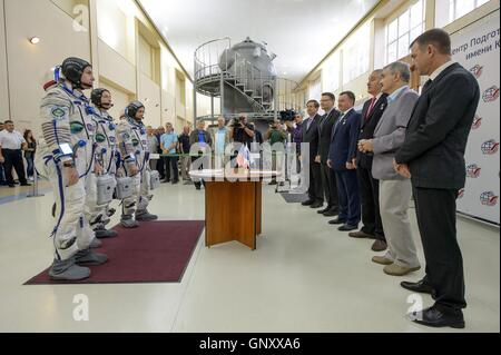 International Space Station Expedition 49-50 prime crew American astronaut Shane Kimbrough, left, Russian cosmonauts - Stock Photo