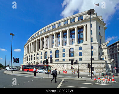 London, England, UK. Unilever House (1933: Neoclassical Art Deco) at 100, Victoria Embankment. - Stock Photo