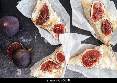 Goat cheese costini with fresh figs - Stock Photo