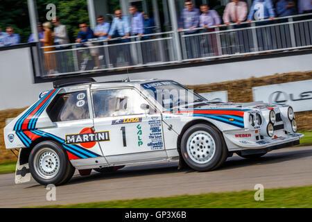 http://l450v.alamy.com/450v/gp3x6b/1985-lancia-delta-s4-group-b-rally-car-with-driver-henry-pearman-at-gp3x6b.jpg