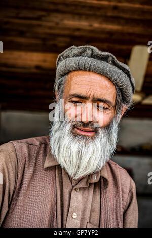 Pakistani cook in Ayun, northern Pakistan - Stock Photo