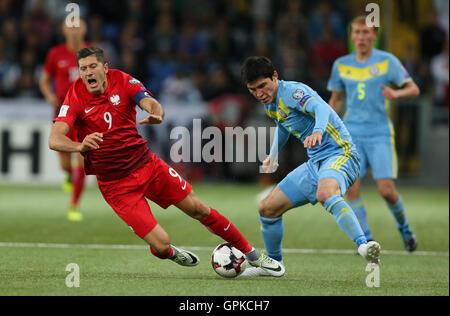 Astana, Kazakhstan. 4th September, 2016. Yeldos Akhmetov (KAZ), Robert Lewandowski (POL). Kazakhstan versus Poland, FIFA World Cup 2018 qualifier. The game ended in a 2-2 draw Credit:  Action Plus Sports Images/Alamy Live News