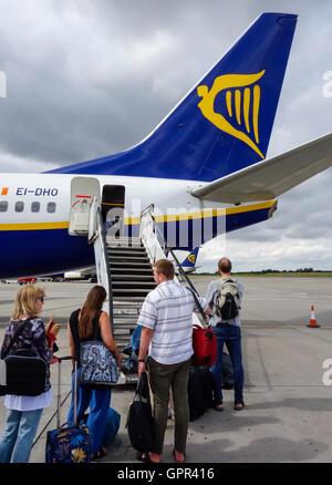 Boarding a Ryanair aircraft - Stock Photo