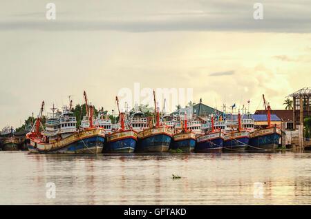 Samut Songkhram (Maeklong) Thailand, October 2015- Fishermen boats on the river  Maenam Tha Chin - Stock Photo