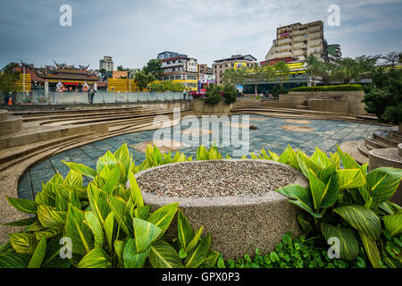 Gardens at Mengxia Park, in the Wanhua District of Taipei, Taiwan. - Stock Photo