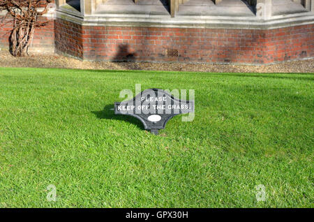 London, England,UK. Please Keep Off The Grass sign in Lincoln's Inn - Stock Photo