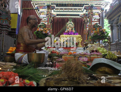 Bangkok, Thailand. 05th Sep, 2016. Brahmin do worship of ceremony the first day to Lord Ganesha celebrations at - Stock Photo