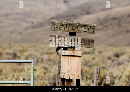 No trespassing sign blocking access to public land; Steens Mountain, Oregon - Stock Photo
