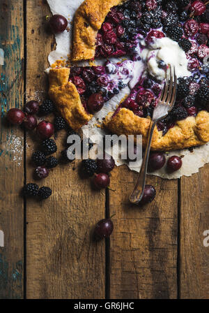 Garden berry galetta sweet pie with melted vanilla ice-cream scoop - Stock Photo