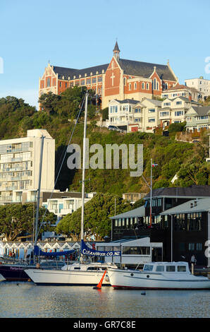 Boat harbour, Saint Gerard's monastery and houses, Oriental Bay, Wellington, North Island, New Zealand. - Stock Photo