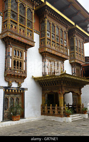 Richly Ornated Windows, Doors And Bay Windows In The Monastery And Fortress Punakha Dzong, Punakah, Bhutan - Stock Photo