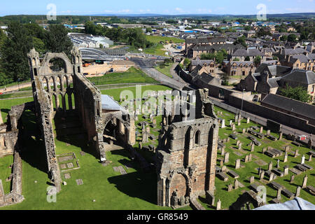 Scotland, Highland, Elgin, look at a part of the ruin of the cathedral and the cemetery, Gothic cross basilica, - Stock Photo
