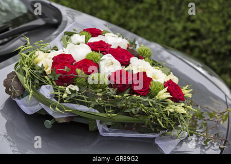 white red heart bouquet on white bridal car wedding car and petals stock photo 171441282 alamy