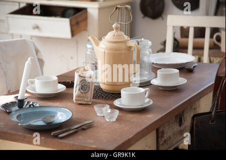 Table Set Table Early 20Th Century - Stock Photo