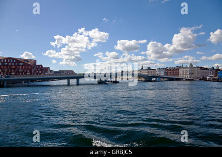 The new pedestrian and cyclist bridge, the Inner Harbour Bridge, the Kissing Bridge, connecting Nyhavn and Christianshavn. - Stock Photo