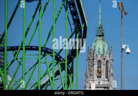 Munich, Germany. 7th Sep, 2016. A video camera can be seen on the Oktoberfest grounds in Munich, Germany, 7 September - Stock Photo