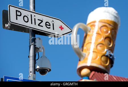 Munich, Germany. 7th Sep, 2016. A video camera and a sign reading 'Polizei' can be seen on the Oktoberfest grounds - Stock Photo