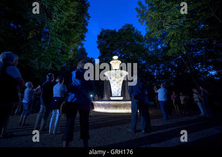 Dresden, Germany. 7th Sep, 2016. The mosaic well lit up at the Grosser Garten ('Grand Garden') in Dresden, Germany, - Stock Photo