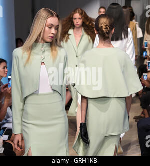 New York, USA. 7th September, 2016. Models walk the runway at the Denibi Barcelona Utopia Collection 2017 during - Stock Photo